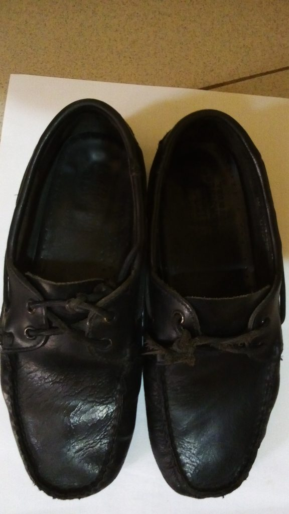 how to fix stinky shoes leather